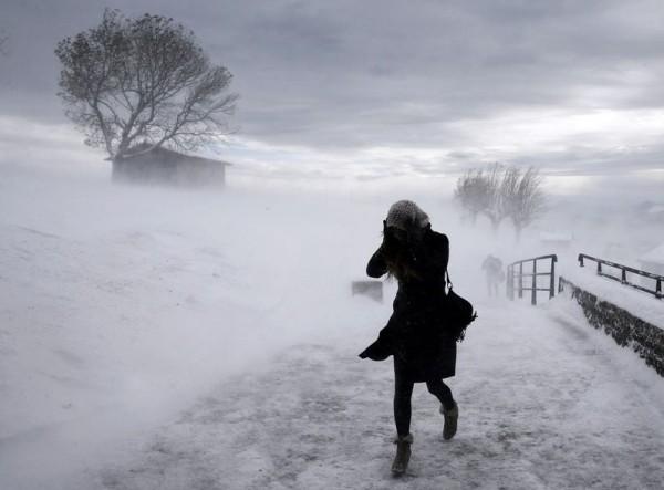 Ветер снег