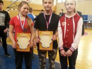 Первое и третье место (девочки до 14лет)в чемпионате по настольноиу теннису.ЛыдоваЕкатерина, Лазаренкова Настя и Мария.